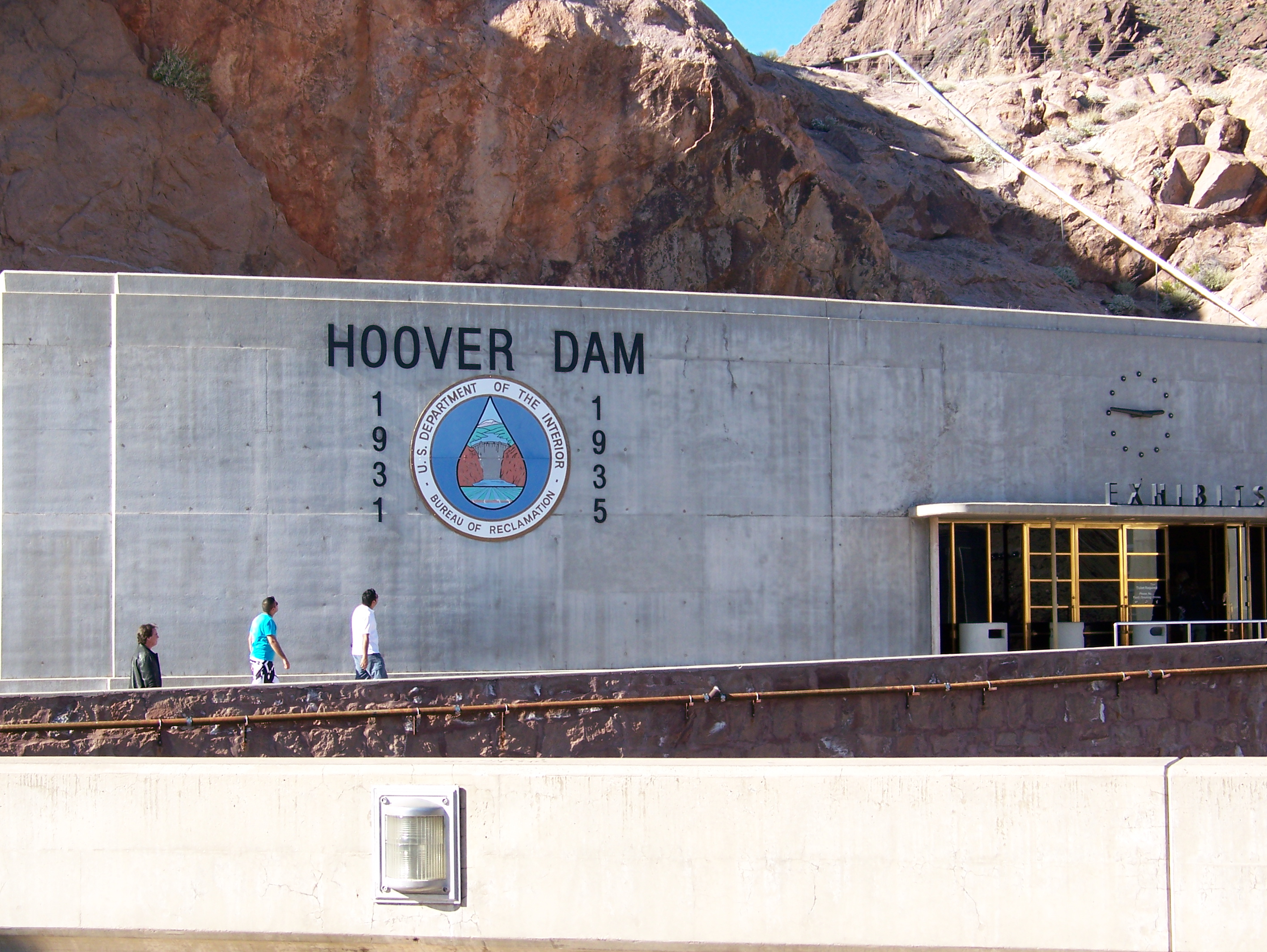 Hanging out at the Hoover Dam for free | travelin' the globe